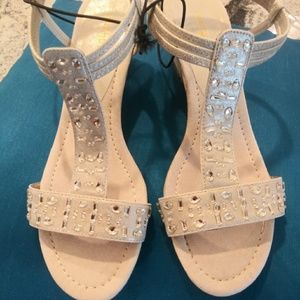 Brand New East 5th wedge sandal grey/silver